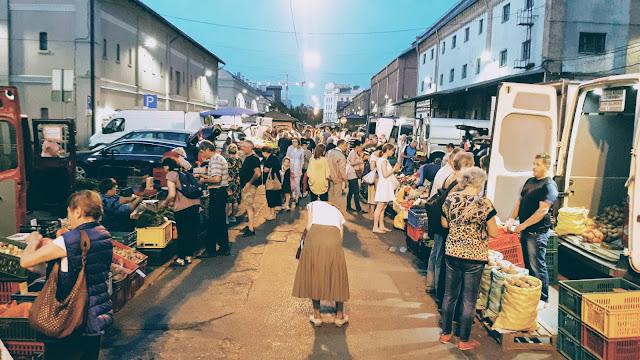 nakts tirgus, rīga, centrāltirgus, central market, fruits, vegetables, roots, sakņu tirgus,