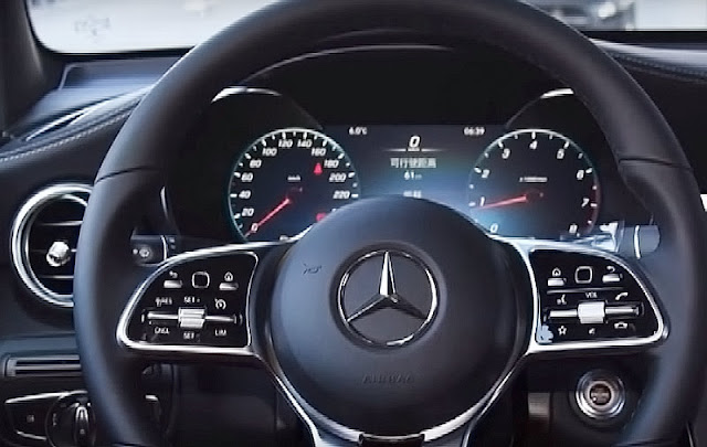 Mercedes-Benz-GLC300-4matic-steering-wheel-interior