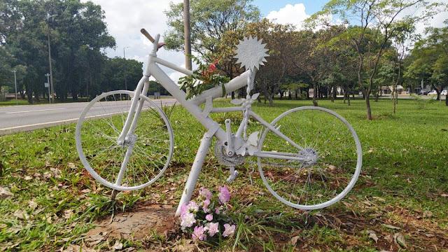 Ghost Bike em homenagem a Pedro Davison, em Brasília
