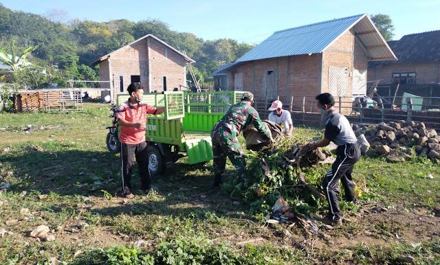 Jelang Lomba Kampung Sehat, Babinsa Kodim 1607/Sumbawa Ajak Warga Gotong Royong.