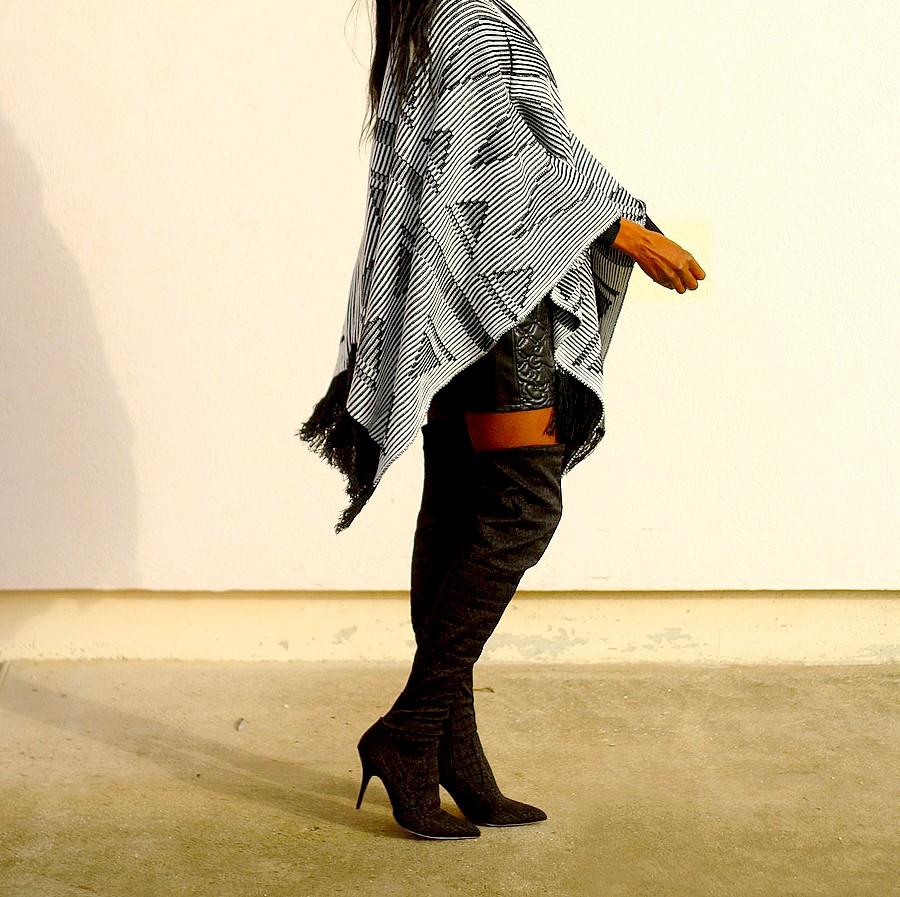 Tenue boheme cuissardes cape jupe cuir