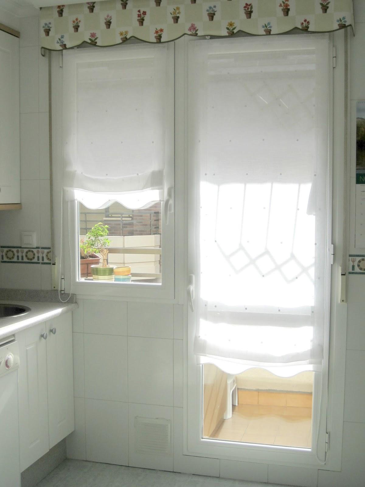 Gu a de cortinas estores enrollables para tu cocina for Visillos cocina