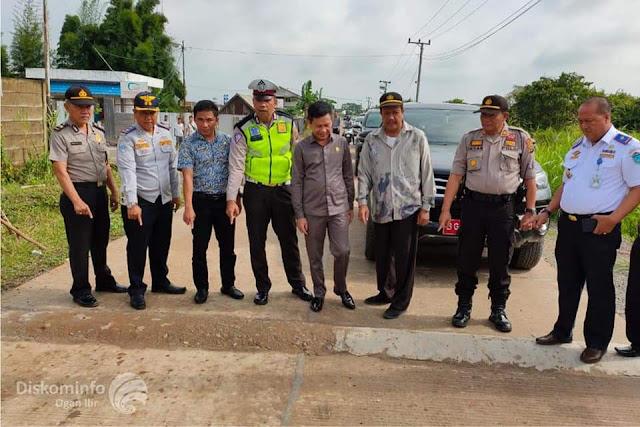 Bupati Ogan Ilir Bersama Ketua DPRD OI Tinjau Jembatan Di Pemulutan Selatan