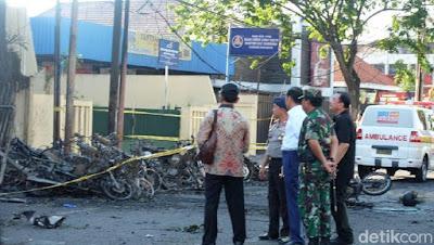Dari GKI, Jokowi Tinjau Gereja Pantekosta Pasca Ledakan Bom - Info Presiden Jokowi Dan Pemerintah