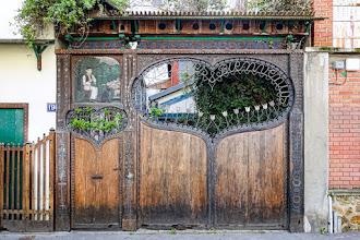 Paris : Portail sculpté de la Cité Bauer, une délicieuse évocation de l'artisanat traditionnel hongrois - XIVème