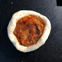Fourrage da la ratatouille dans pâte Banh bao avant cuisson