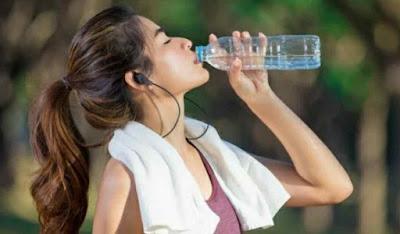 Cegah Dehidrasi Selama Bulan Puasa, Ini Makanan dan Minuman yang Harus Dihindari