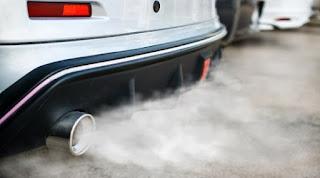 شرح مفصل عن أسباب خروج الوان دخان مختلفة من عادم السيارة