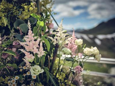 Hochzeitsfloristik, freie Trauung, Gipfelglück, Trachtenhochzeit im Zillertal, heiraten in den Bergen Tirol, Alpenweltresort Königsleiten, Dirndlbraut, Hochzeitsplaner Uschi Glas, 4 weddings & events, Hochzeitsfotografie Marc Gilsdorf, weddingstyled.com