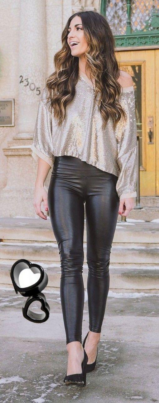 Shiny tight pants