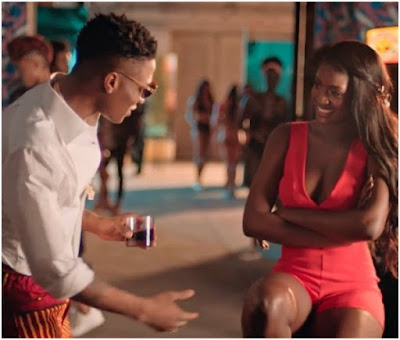 Bros, What Would You Do If You See Wizkid Approach Your Babe Like This?