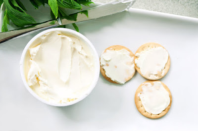 cracker biscuits with cream cheese