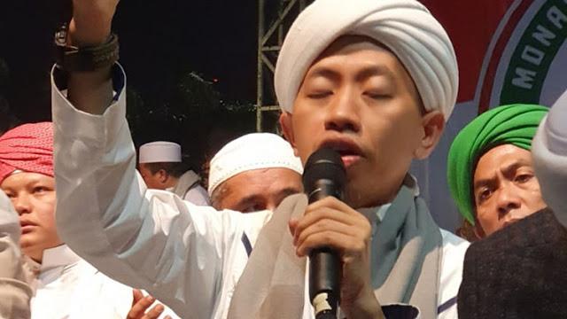 Pelanjut Ustadz Arifin Ilham Pimpin Zikir Reuni Akbar 212
