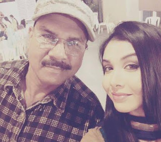 Foto Tanu Khan dengan Ayahnya