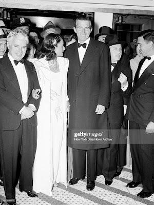 """Чарльз Чаплин, Полетт Годдар и Тим Дюрант на премьере """"Великого диктатора"""" (1940)"""