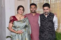 shreyas gopal with her mom and dad