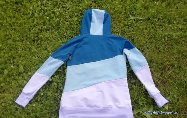 Rückseite des fertigen Hoodies in drei verschiedenen Farben geblockt.