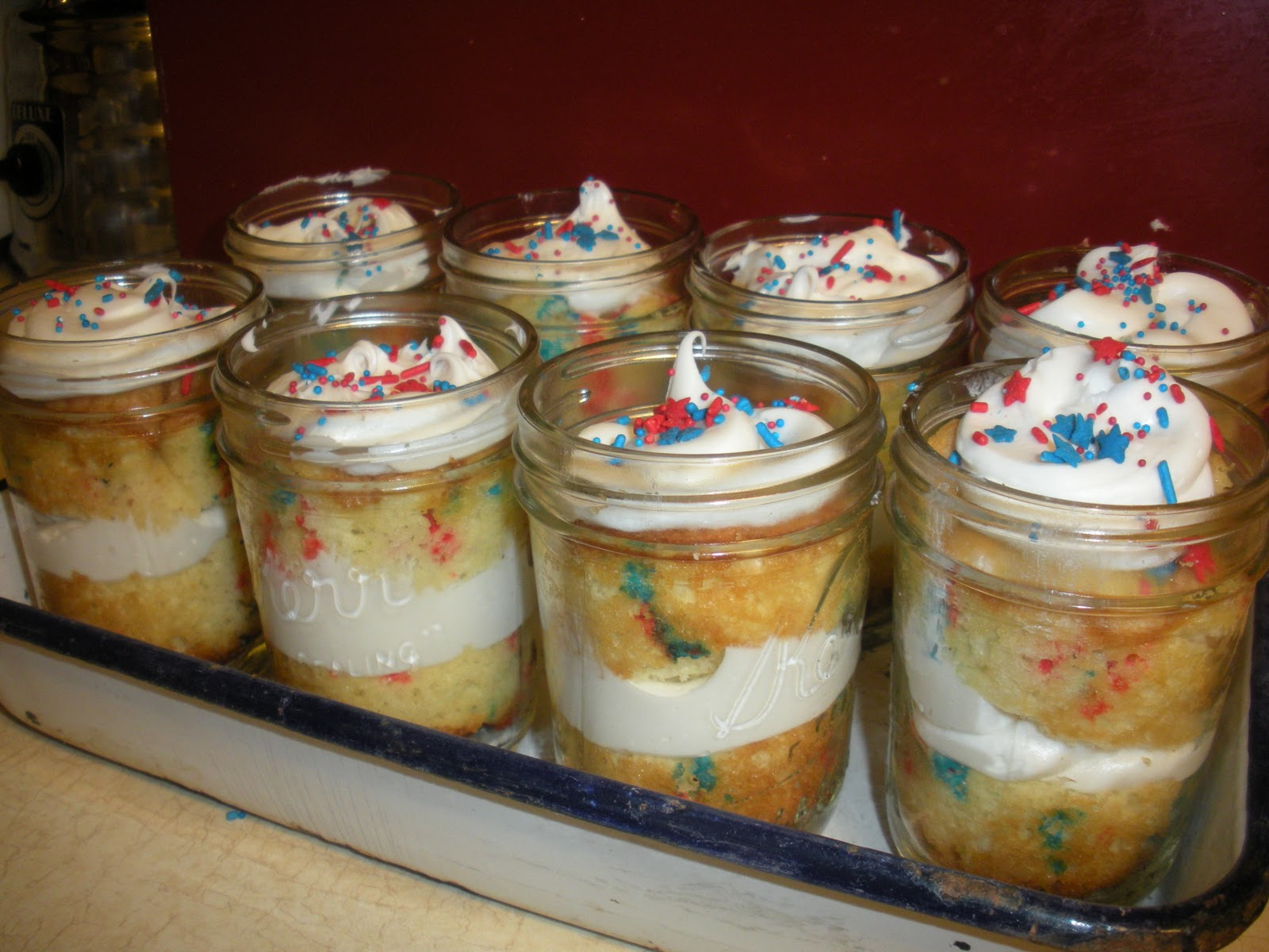 The American Homemaker Mason Jar Cakes