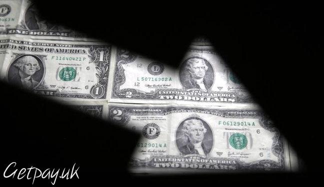Forex - Dolar aproape de o lună minimă, în timp ce războiul comercial se teme