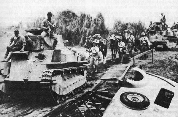 Japanese Type 89 I-Go medium tanks and troops moving toward Manila, Philippine Islands, December 22, 1941.