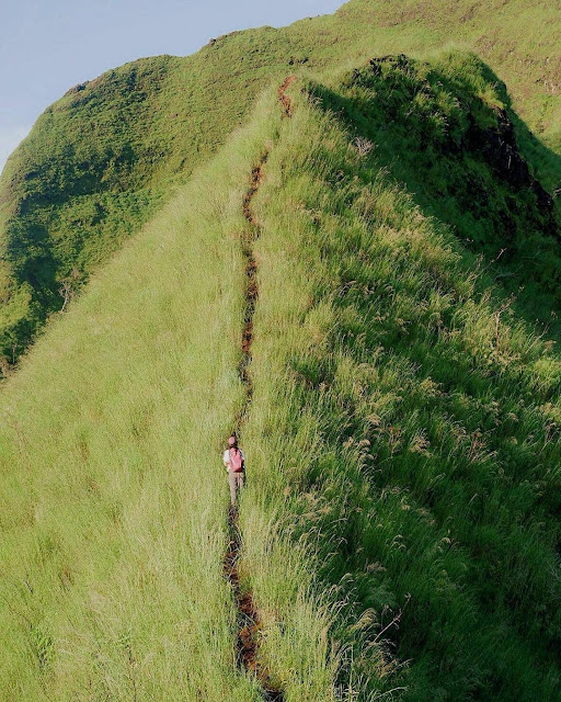 punggung naga gunung piramid bondowoso