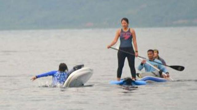 Menteri Susi terlihat tercebur ke laut saat menikmati keindahan laut Kolaka