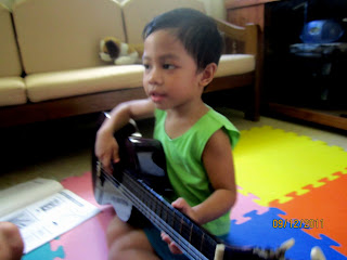 Kiko, learning how to play the guitar