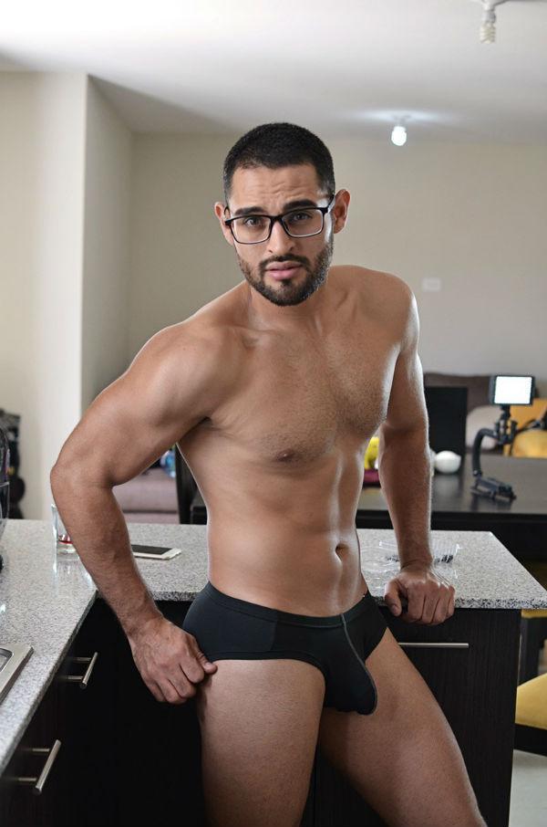 Bulge Amed Minas Shirtless by Kiks