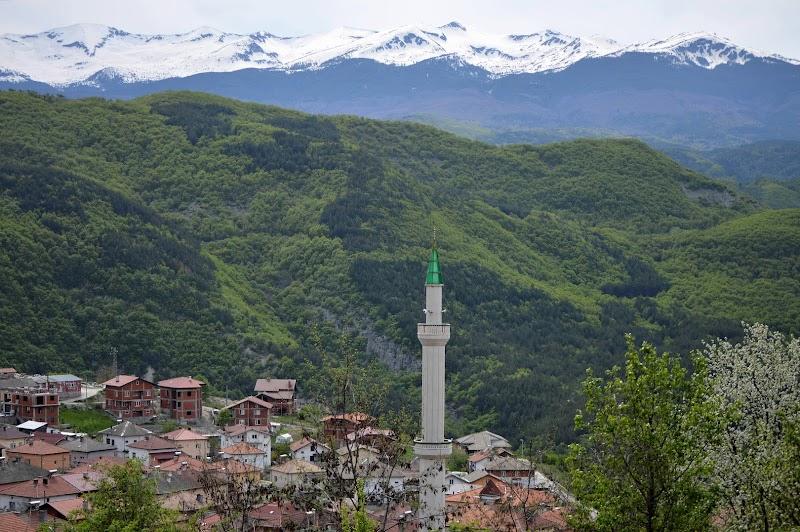 Пътешествие из Родопите - светилища, крепости и села в северозападните части