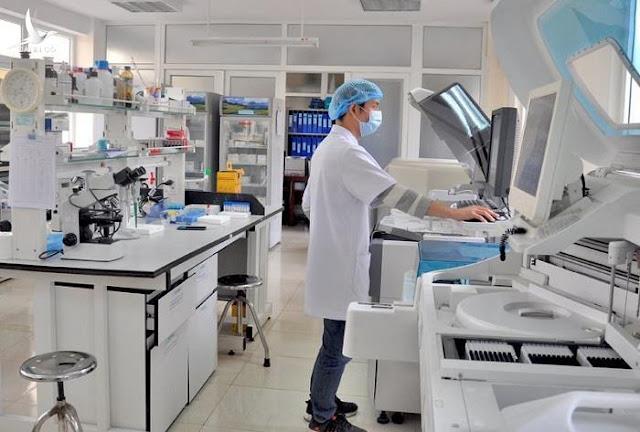 Một loạt tỉnh thành khẩn cấp 'đàm phán' giảm giá máy xét nghiệm COVID-19