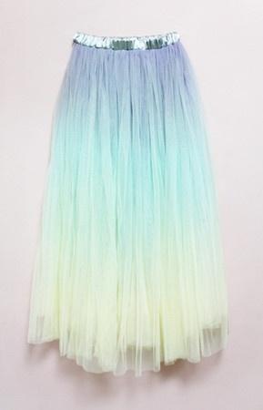 photographie d'un tutu arc en ciel, mermaid, couleur de sirène