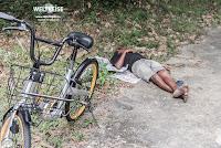 Einheimische schlafen in der Wildnis Malaysias www.WELTREISE.tv