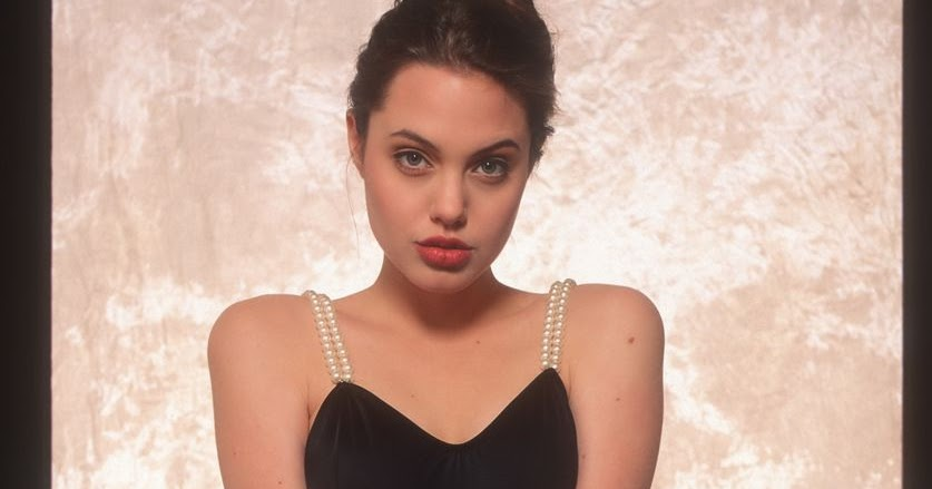 Rarely Seen Provocative Photos Of A Lingerie-Clad Angelina