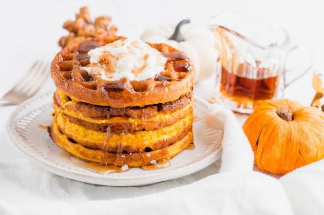Maple Pumpkin Keto Waffle Recipe (Chaffle) #breakfast #healthy