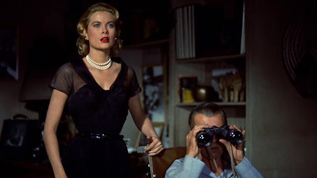 Grace Kelly et James Stewart dans Fenêtre sur Cour, réalisé par Alfred Hitchcock (1954)