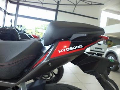 2016 Hyosung GD250R rear seat image