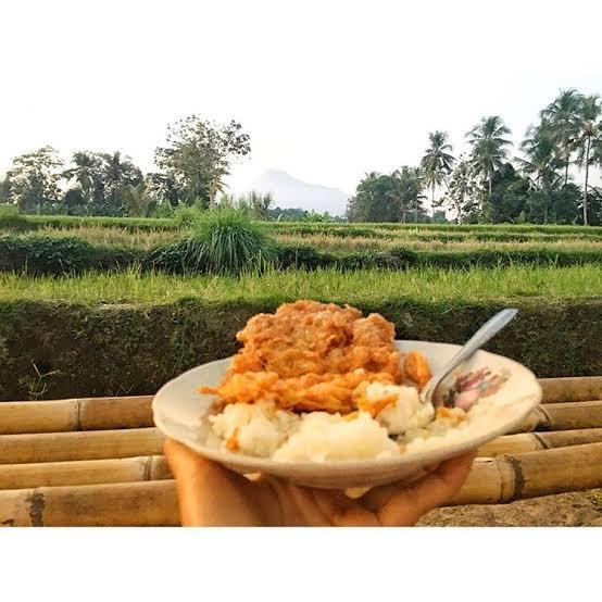 Warung Kopi Klotok: Menikmati Kuliner Khas Jawa Dengan Suasana Desa