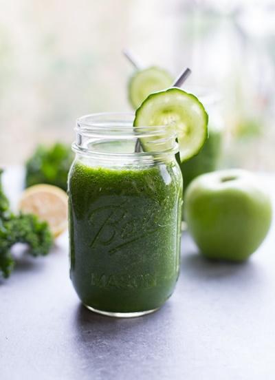 Detoxifying Green Apple Smoothie