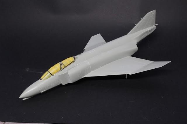 F-4B Phantom II,Eduard 1/48, la mise en croix