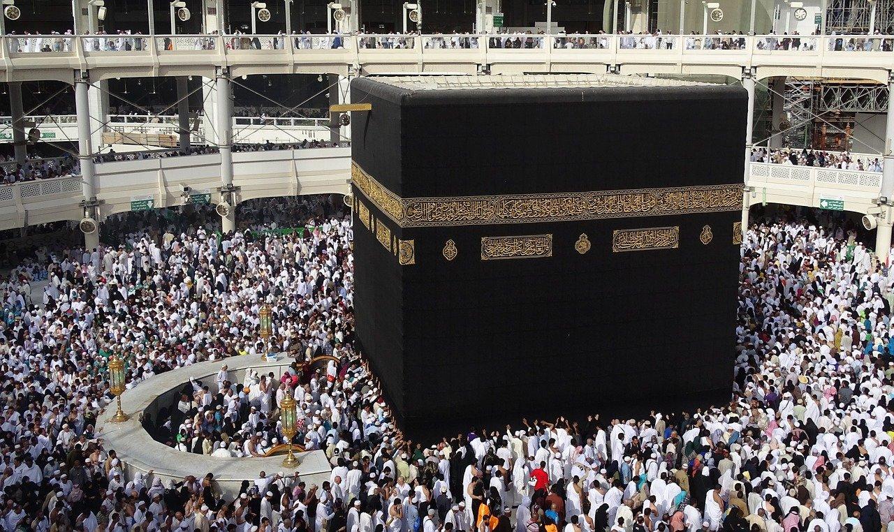 السعودية: 50 ألف معتمر و100 ألف مصلٍ بالمسجد الحرام يومياً في رمضان