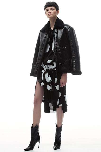 Barbara Bui Offered A Collection Full of Black & White Graphic Pieces For Fall/Winter 2018 #BarbaraBui #FW2018