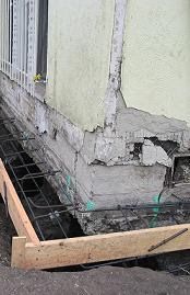 Underpinning operation increasing bearing area of foundation