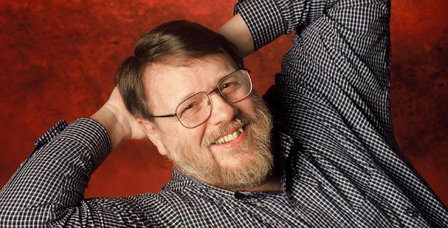Morre Raymond Tomlinson, o criador do e-mail e do uso de arroba (@)
