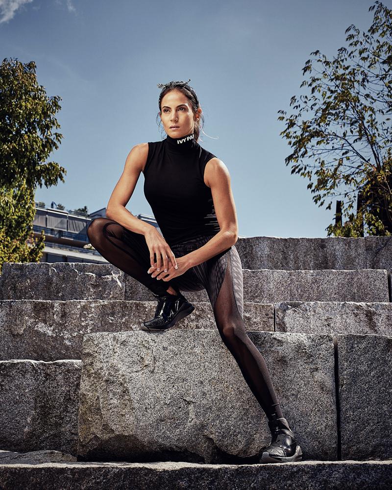 Model Nike pakai Legging ketat