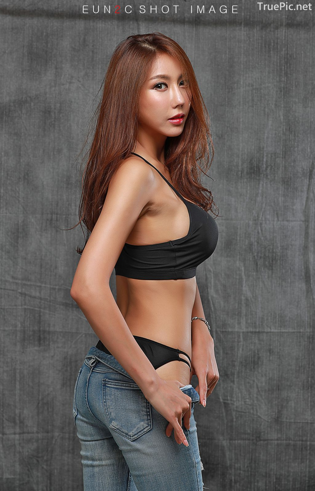 Image-Korean-model-Choi-Ye-Rok-Back-Lingerie-and-Jean-TruePic.net- Picture-9