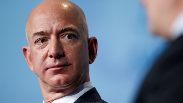The video is sent from the prince's phone to Bezos' via WhatsApp