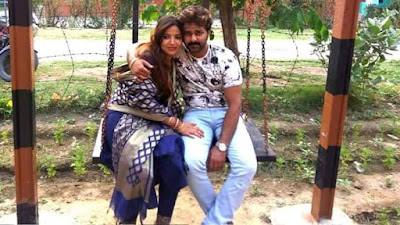 Jyoti Singh and Pawan Singh at shooting location