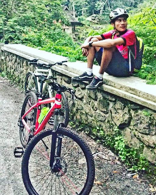 foto bersepeda di kawasan gunung puntang bandung