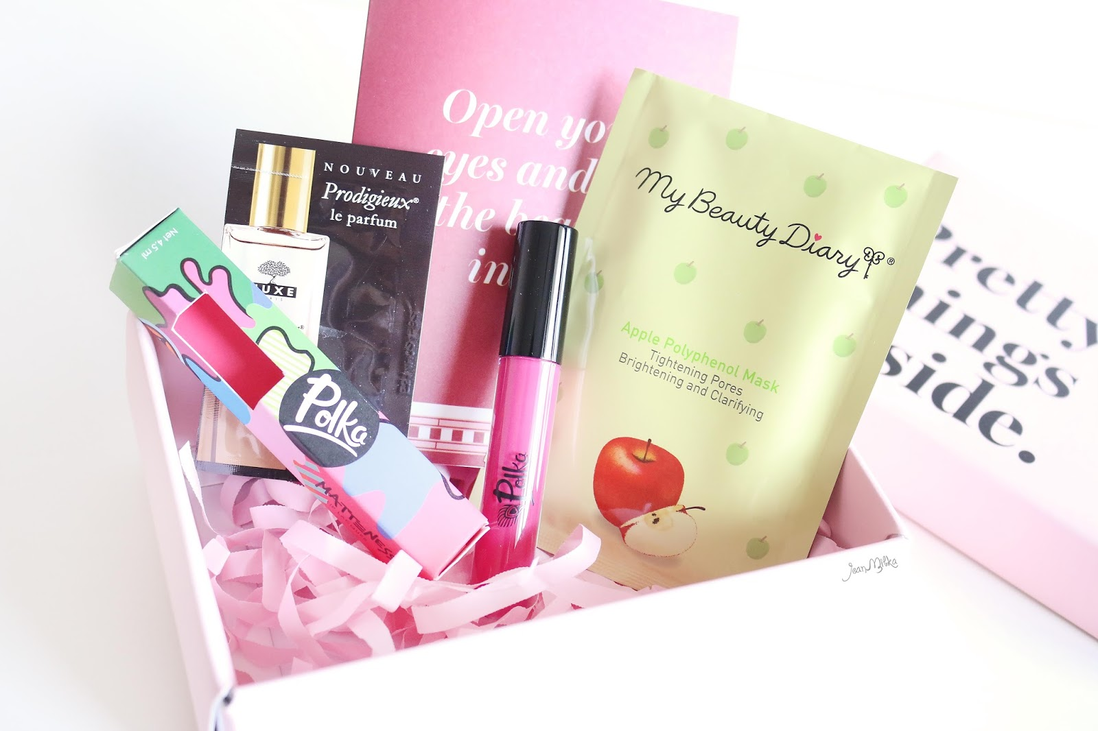 sociolla, sociolla box, sociolla beauty box, unboxing, unboxing sociolla box, review, jeanmilka, sociolla box maret