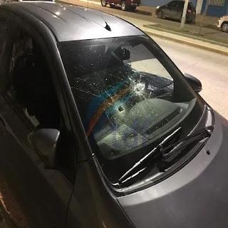 Mujer rompio el auto de la ex de su novio